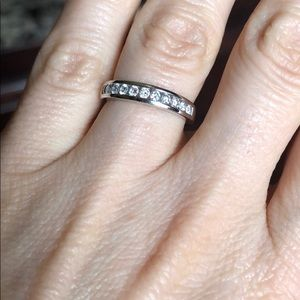 Jewelry - 14k white gold diamond band